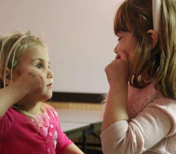 girls-learning-sign-language